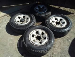 Продаю комплект колес дешево. x15 6x139.70
