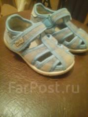 Отдам детские ботинки, сандалии.