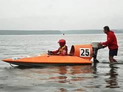 Лодка спортивная пластик. Год: 1980 год, длина 4,00м., двигатель подвесной, бензин