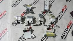 Крепление боковой двери. Toyota: XA, Verossa, Highlander, Kluger V, Passo Sette, ist, Mark II Wagon Blit, Land Cruiser, Harrier, Kluger, Scion Двигате...