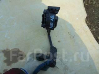 Педаль акселератора. Audi A8