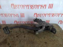 Педаль тормоза. Honda Mobilio, GB1 Двигатель L15A