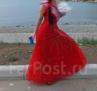 Платья выпускные. 44