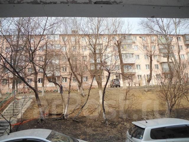 Продается нежилое помещение на Столетии. Проспект 100-летия Владивостока 30б, р-н Столетие, 57 кв.м. Вид из окна