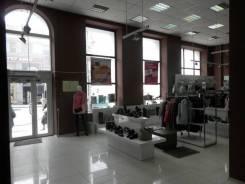 Банк, офис*продаж, салон красоты, общепит - цокольный и первый этаж. 400 кв.м., улица Алеутская 28, р-н Центр. Дом снаружи
