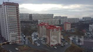 3-комнатная, улица Ладыгина 13. 64, 71 микрорайоны, частное лицо, 68 кв.м. Вид из окна днём