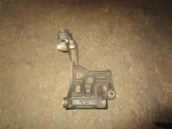 Крепление компрессора кондиционера. Kia Picanto