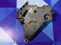 Кронштейн двигателя AUDI A3, правый