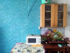 Гостинка, улица Комсомольская 52. 90 м-н, частное лицо, 13 кв.м. Комната