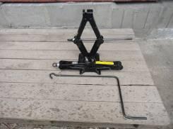 Инструмент и оборудование-домкрат для легкового авто.