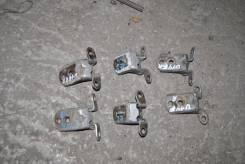 Крепление боковой двери. Nissan Bluebird, EU14, HU14, HNU14, ENU14, SU14, QU14