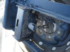 Крепление запасного колеса. Nissan Atlas, H4F23, R2F23, P4F23, M4F23, K2F23, P8F23, N2F23, N6F23, H2F23, M2F23, R4F23, J2F23, R8F23, P2F23, M6F23, P6F...
