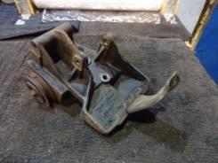 Крепление компрессора кондиционера. Nissan Largo, VW30, VNW30 Двигатель CD20TI