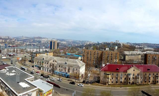 Гостинка, улица Окатовая 14. Чуркин, 20 кв.м. Вид из окна днем