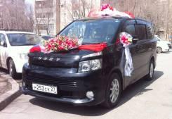 Toyota Voxy. С водителем
