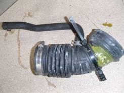 Патрубок воздухозаборника. Nissan Serena, TNC24, RC24, TC24 Двигатели: QR20DE, QR25DE