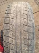 Bridgestone Blizzak Revo1. Зимние, без шипов, износ: 70%, 2 шт