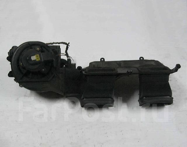 Корпус моторчика печки. Opel Omega