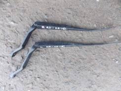 Держатель щетки стеклоочистителя. Honda CR-V, RD1