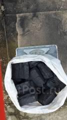 Продам уголь древесный, расфасовка 3 кг цена 100 рублей.