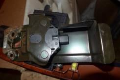 Кнопка открывания бензобака. Toyota Avensis, AZT250
