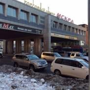 Торговое помещение в ТЦ Искра. 40 кв.м., проспект 100-летия Владивостока 42а, р-н Столетие. Дом снаружи