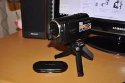 Sony HDR-CX360E. 7 - 7.9 Мп, с объективом