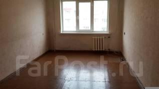 Гостинка, улица Калининская 7. 8 школа, агентство, 23 кв.м.