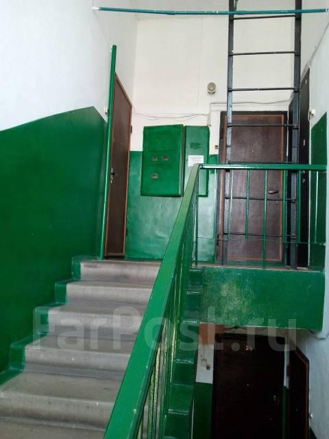 3-комнатная, улица Плеханова 49. Центральная площадь, агентство, 74 кв.м. Подъезд внутри