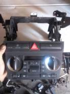 Кнопка включения аварийной сигнализации. Audi S3, 8PA Audi A3, 8PA Двигатели: AWX, AXW, AXX, AZV, BAG, BDB, BEX, BGU, BHZ, BKC, BKD, BLF, BLP, BLR, BL...