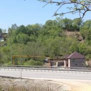 9 соток пригород рядом с федеральной трассой. 900 кв.м., собственность, электричество, вода, от частного лица (собственник). Фото участка