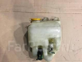 Бачок стеклоомывателя. Subaru Forester, SG5, SG9 Двигатели: EJ202, EJ205, EJ255