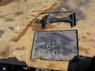 Крепление аккумулятора. Toyota Harrier, GSU36, GSU36W Двигатель 2GRFE