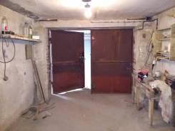 Теплый гараж с погребом и электричеством. Вид изнутри