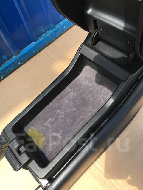 Бардачок. Toyota Aristo, JZS160, JZS161
