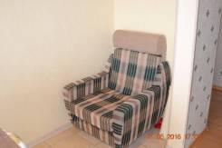 Два мягких кресла.
