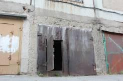 Гаражи капитальные. улица Луговая 50 стр. 2, р-н Баляева, 17 кв.м., электричество, подвал. Вид снаружи