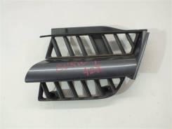 Решетка радиатора, левая передняя