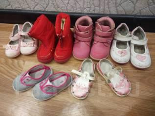 Обувь на девочку одним лотом: тапочки, ботиночки, сандалики. 24, 25