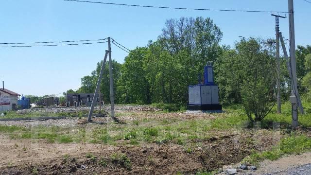 Участок в коттеджном посёлке с подключеным светом и водой. 1 200кв.м., собственность, электричество, вода, от частного лица (собственник)