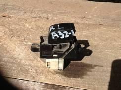Кнопка стеклоподъемника. Nissan Cefiro, A32