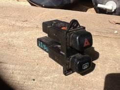 Кнопка включения аварийной сигнализации. Toyota Corolla, AE100G, AE100