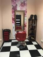 Рабочее место парикмахера , в салоне, центр. Проспект Океанский 29, р-н Центр, 10 кв.м., цена указана за все помещение в месяц