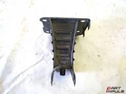 Кронштейн усилителя бампера. Opel Zafira