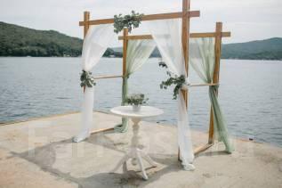 Аренда свадебной арки, стола для регистрации, кейк-стенда