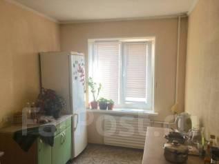 2-комнатная, улица Ладыгина 11. 64, 71 микрорайоны, агентство, 53 кв.м. Кухня
