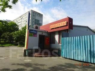 Продам здание действующего магазина с земельным участком 1500 кв. м. Улица Невельского 3, р-н 64, 71 микрорайоны, 120 кв.м. Дом снаружи