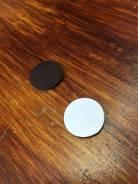 Круглый магнит на клеевой основе