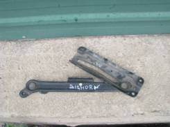 Ограничитель двери багажника isuzu Bighorn
