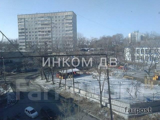 Гостинка, улица Надибаидзе 26. Чуркин, 18 кв.м. Вид из окна днем